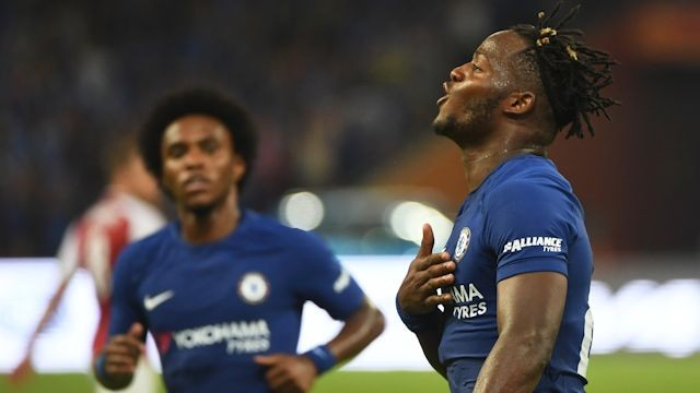 SCORET TO: Michy Batshuayi scoret to mål og stod for en assist da Chelsea vant 3-0 over Arsenal. (Foto: chelseafc.com)